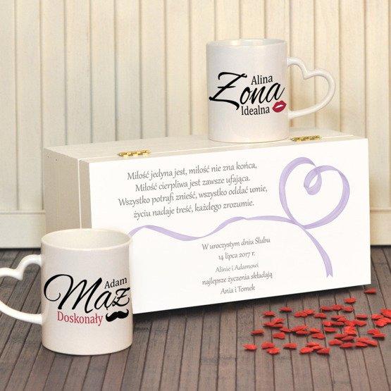 """Dwa kubki w pudełku z nadrukiem """"Idealna Żona i doskonały Mąż"""""""