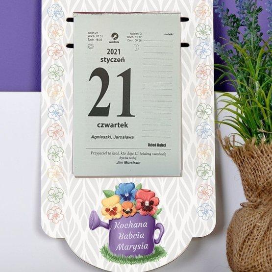 Kalendarz na deseczce z nadrukiem- bratki dla Babci