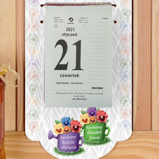 Kalendarz na deseczce z nadrukiem- bratki dla Babci i Dziadka