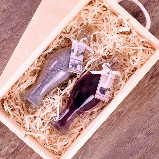 Zestaw kosmetyków w pudełku drewnianym z okazji urodzin